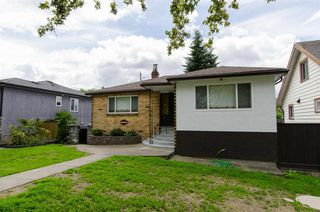 Photo 18: 2590 ADANAC Street in Vancouver: Renfrew VE House for sale (Vancouver East)  : MLS®# R2101435