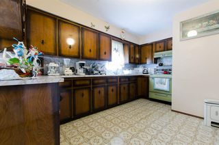 Photo 3: 2590 ADANAC Street in Vancouver: Renfrew VE House for sale (Vancouver East)  : MLS®# R2101435