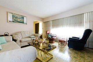 Photo 5: 2590 ADANAC Street in Vancouver: Renfrew VE House for sale (Vancouver East)  : MLS®# R2101435