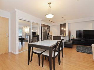 "Photo 10: 2009 84 GRANT Street in Port Moody: Port Moody Centre Condo for sale in ""The Lighthouse"" : MLS®# R2105820"