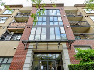 "Photo 1: 2009 84 GRANT Street in Port Moody: Port Moody Centre Condo for sale in ""The Lighthouse"" : MLS®# R2105820"