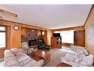 Photo 2: 854 Phoenix Street in VICTORIA: Es Old Esquimalt Single Family Detached for sale (Esquimalt)  : MLS®# 375379