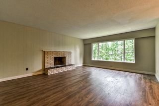 Photo 3: 19243 76 Avenue in Surrey: Clayton House for sale (Cloverdale)  : MLS®# R2175825