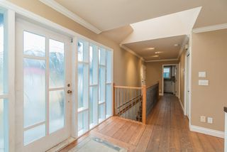 Photo 4: 15708 CLIFF Avenue: White Rock House for sale (South Surrey White Rock)  : MLS®# R2236459
