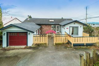 Photo 2: 15708 CLIFF Avenue: White Rock House for sale (South Surrey White Rock)  : MLS®# R2236459