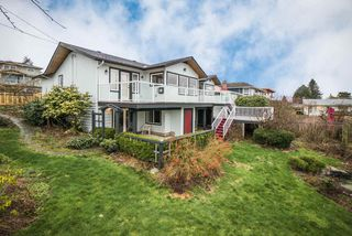Photo 3: 15708 CLIFF Avenue: White Rock House for sale (South Surrey White Rock)  : MLS®# R2236459