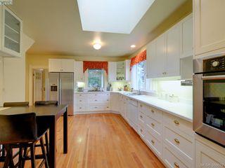 Photo 8: 2176 WINDSOR Road in VICTORIA: OB South Oak Bay Single Family Detached for sale (Oak Bay)  : MLS®# 388622