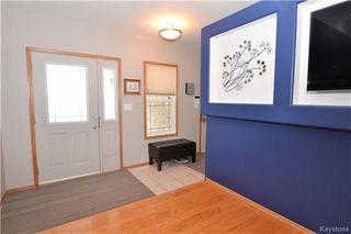 Photo 2: 3 Tyler Bay: Oakbank Residential for sale (R04)  : MLS®# 1808089
