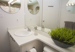 Photo 10: 2208 1166 MELVILLE Street in Vancouver: Coal Harbour Condo for sale (Vancouver West)  : MLS®# R2260467