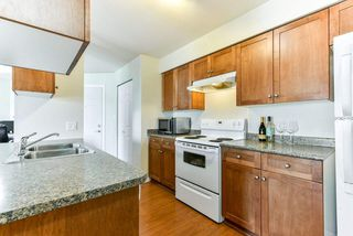 Photo 4: 303 33960 OLD YALE Road in Abbotsford: Central Abbotsford Condo for sale : MLS®# R2268426
