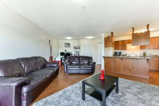Photo 11: 303 33960 OLD YALE Road in Abbotsford: Central Abbotsford Condo for sale : MLS®# R2268426