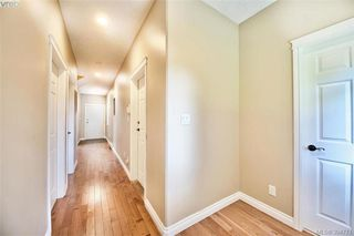 Photo 2: 141 951 Goldstream Ave in VICTORIA: La Langford Proper Row/Townhouse for sale (Langford)  : MLS®# 791453