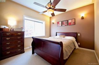Photo 3: 141 951 Goldstream Ave in VICTORIA: La Langford Proper Row/Townhouse for sale (Langford)  : MLS®# 791453