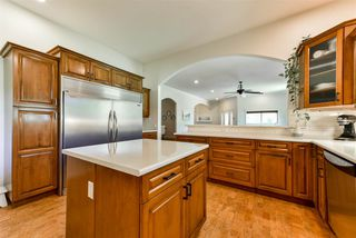 Photo 2: 42717 YARROW CENTRAL Road: Yarrow House for sale : MLS®# R2289572