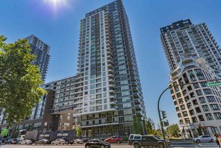 """Photo 1: 1156 5515 BOUNDARY Road in Vancouver: Collingwood VE Condo for sale in """"WALL CENTRE CENTRAL PARK - NORTH"""" (Vancouver East)  : MLS®# R2291552"""