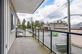 "Photo 12: 203 22363 SELKIRK Avenue in Maple Ridge: West Central Condo for sale in ""CENTRO"" : MLS®# R2354441"