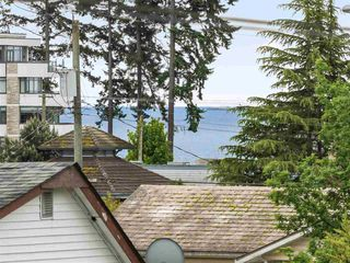 Photo 2: 5767 DOLPHIN Street in Sechelt: Sechelt District House for sale (Sunshine Coast)  : MLS®# R2371016