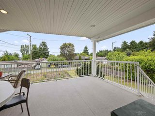 Photo 3: 5767 DOLPHIN Street in Sechelt: Sechelt District House for sale (Sunshine Coast)  : MLS®# R2371016