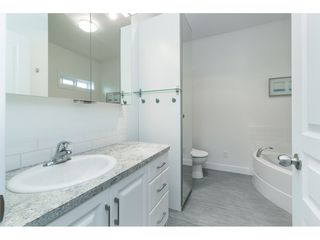 """Photo 13: 205 3665 244 Street in Langley: Otter District Manufactured Home for sale in """"Langley Grove Estates"""" : MLS®# R2372975"""