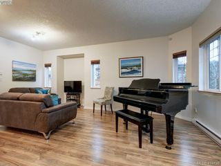 Photo 10: 2433 Lund Road in VICTORIA: VR Six Mile Single Family Detached for sale (View Royal)  : MLS®# 419739
