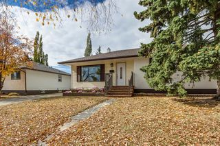 Photo 1: 31 Galway Crescent SW in Calgary: Glamorgan Detached for sale : MLS®# A1041053