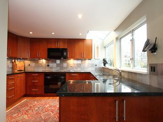 """Photo 13: 1596 ISLAND PARK Walk in Vancouver: False Creek Townhouse for sale in """"THE LAGOONS"""" (Vancouver West)  : MLS®# V922558"""