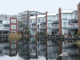 "Photo 2: 1596 ISLAND PARK Walk in Vancouver: False Creek Townhouse for sale in ""THE LAGOONS"" (Vancouver West)  : MLS®# V922558"