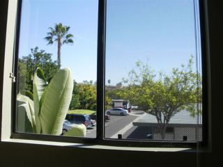 Photo 4: RANCHO PENASQUITOS Condo for sale : 3 bedrooms : 9380 Twin Trails Dr #204 in San Diego