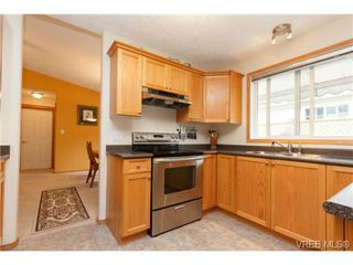 Photo 6: 101 7570 Tetayut Rd in SAANICHTON: CS Hawthorne Manufactured Home for sale (Central Saanich)  : MLS®# 714822