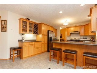 Photo 10: 101 7570 Tetayut Rd in SAANICHTON: CS Hawthorne Manufactured Home for sale (Central Saanich)  : MLS®# 714822