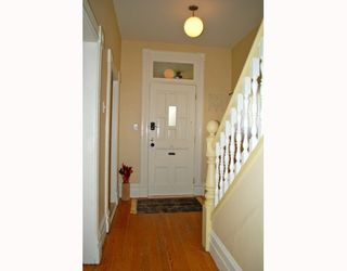 """Photo 3: 1024 KEEFER Street in Vancouver: Mount Pleasant VE House for sale in """"STRATHCONA"""" (Vancouver East)  : MLS®# R2009370"""