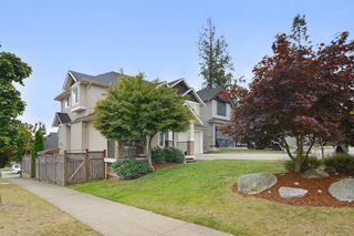 Photo 2: 5944 165TH Street in Surrey: Cloverdale BC House for sale (Cloverdale)  : MLS®# R2101439