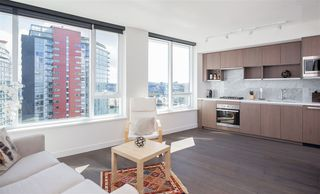 "Photo 2: 1756 38 SMITHE Street in Vancouver: Downtown VW Condo for sale in ""ONE PACIFIC"" (Vancouver West)  : MLS®# R2106045"