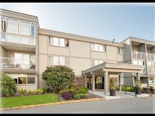 "Photo 2: 212 3451 SPRINGFIELD Drive in Richmond: Steveston North Condo for sale in ""Admiral Court"" : MLS®# R2201233"