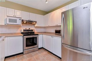 Photo 3: 72 14 Erskine Lane in VICTORIA: VR Hospital Townhouse for sale (View Royal)  : MLS®# 394679