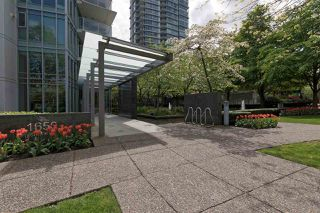"Photo 2: 701 1650 BAYSHORE Drive in Vancouver: Coal Harbour Condo for sale in ""BAYSHORE GARDENS"" (Vancouver West)  : MLS®# R2304976"
