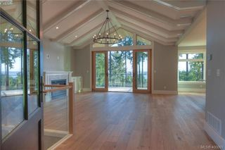Photo 6: 8607 Emard Terrace in NORTH SAANICH: NS Bazan Bay Single Family Detached for sale (North Saanich)  : MLS®# 400001