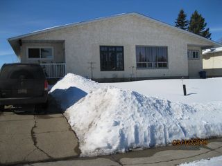 Main Photo: 3714 54 Street: Wetaskiwin House Half Duplex for sale : MLS®# E4147260