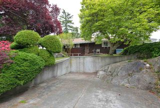"""Photo 5: 347 SKYLINE Drive in Gibsons: Gibsons & Area House for sale in """"The Bluff"""" (Sunshine Coast)  : MLS®# R2369735"""