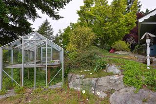 """Photo 18: 347 SKYLINE Drive in Gibsons: Gibsons & Area House for sale in """"The Bluff"""" (Sunshine Coast)  : MLS®# R2369735"""