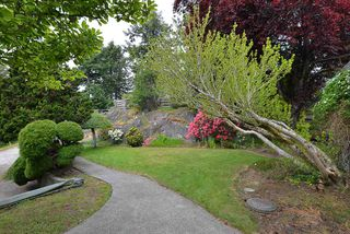 """Photo 9: 347 SKYLINE Drive in Gibsons: Gibsons & Area House for sale in """"The Bluff"""" (Sunshine Coast)  : MLS®# R2369735"""