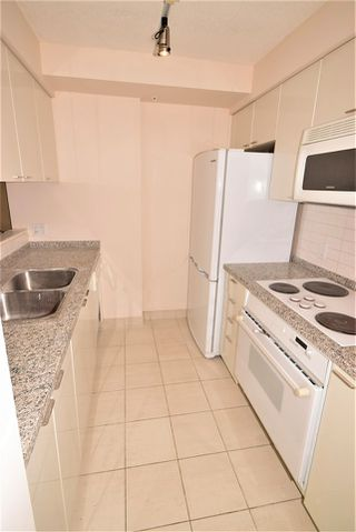 """Photo 10: 1502 1200 ALBERNI Street in Vancouver: West End VW Condo for sale in """"PALISADES"""" (Vancouver West)  : MLS®# R2411151"""