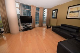"""Photo 2: 1502 1200 ALBERNI Street in Vancouver: West End VW Condo for sale in """"PALISADES"""" (Vancouver West)  : MLS®# R2411151"""