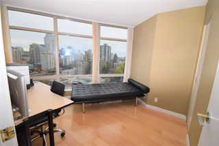 """Photo 8: 1502 1200 ALBERNI Street in Vancouver: West End VW Condo for sale in """"PALISADES"""" (Vancouver West)  : MLS®# R2411151"""
