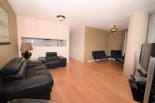 """Photo 3: 1502 1200 ALBERNI Street in Vancouver: West End VW Condo for sale in """"PALISADES"""" (Vancouver West)  : MLS®# R2411151"""