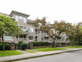 Photo 1: 204 2490 W 2 AVENUE in Vancouver: Kitsilano Condo for sale (Vancouver West)  : MLS®# R2466357