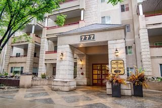 Main Photo: 103 777 3 Avenue SW in Calgary: Downtown Commercial Core Apartment for sale : MLS®# A1057533