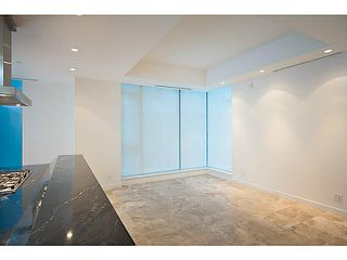 """Photo 9: 1125 W CORDOVA Street in Vancouver: Coal Harbour Townhouse for sale in """"HARBOUR GREEN 3"""" (Vancouver West)  : MLS®# V1041476"""