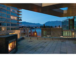 """Photo 2: 1125 W CORDOVA Street in Vancouver: Coal Harbour Townhouse for sale in """"HARBOUR GREEN 3"""" (Vancouver West)  : MLS®# V1041476"""