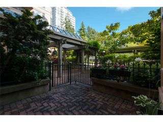 """Photo 3: 102 15111 RUSSELL Avenue: White Rock Condo for sale in """"Pacific Terrace"""" (South Surrey White Rock)  : MLS®# F1413147"""